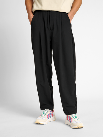 hmlNEO CARROT PANTS, BLACK, model