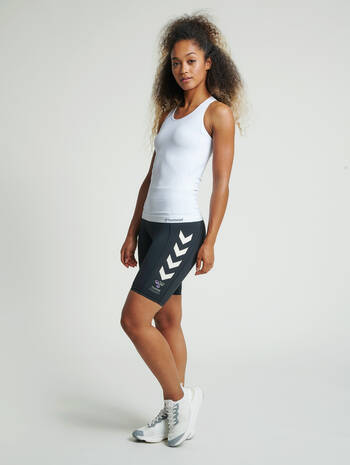 hmlTIF SEAMLESS TOP, WHITE, model