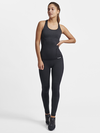 HMLCLEA SEAMLESS TOP, BLACK MELANGE, model