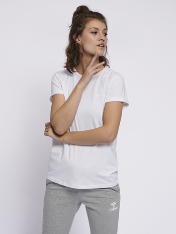 HMLISOBELLA T-SHIRT S/S, WHITE, model