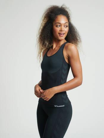 hmlCLEA SEAMLESS TOP, BLACK MELANGE, model