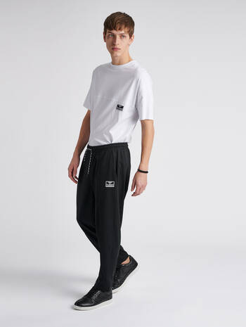 hmlMIDDLES CROPPED PANTS, BLACK, model