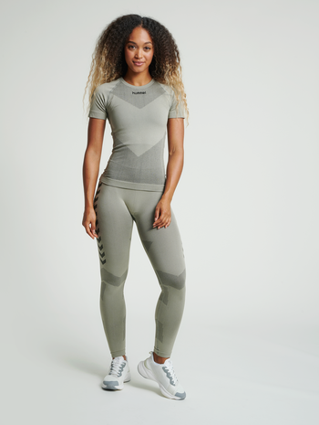 HUMMEL FIRST SEAMLESS JERSEY S/S WOMAN, LONDON FOG, model