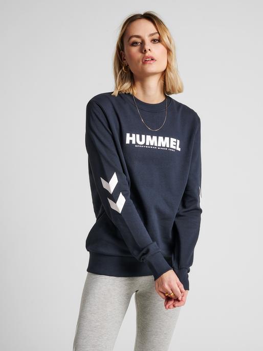 hmlLEGACY SWEATSHIRT, BLUE NIGHTS, model