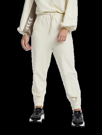 hmlGROOVY PANTS, WHITE ASPARGUS, model