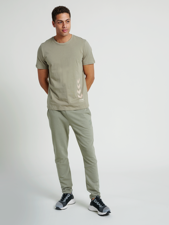 hmlDUNCAN T-SHIRT, VETIVER, model