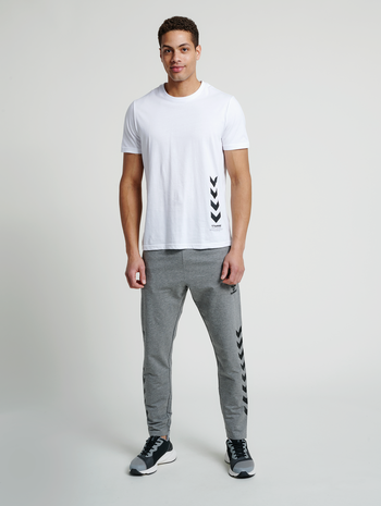 hmlDUNCAN T-SHIRT, WHITE, model