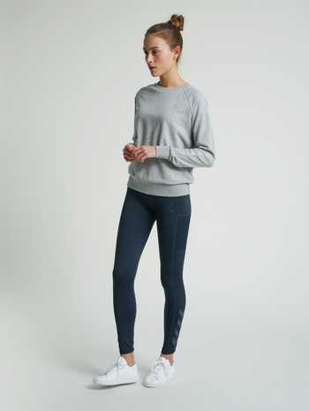 hmlNONI SWEATSHIRT, GREY MELANGE, model